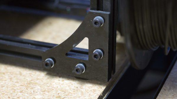 Lulzbot TAZ corner bracker installed